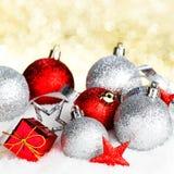 Décor de Noël sur la neige photos libres de droits