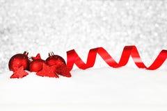 Décor de Noël sur la neige photographie stock