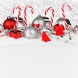 Décor de Noël sur la neige image stock
