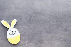 Décor de Pâques sur un fond en bois Configuration Photographie stock