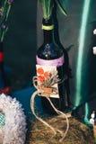 décor de Saint Valentin Histoire d'amour bouteilles avec des fleurs d romantique Image stock