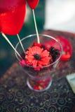 décor de Saint Valentin Histoire d'amour table décorée, coeurs, romant Image stock