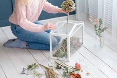 Décor en verre sec de débarras de composition florale Photographie stock