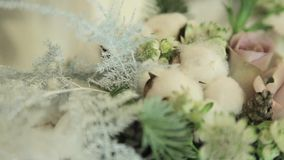 Décor floristique et beau de fête banque de vidéos