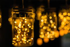 Décor léger de lampe dans le jour de Noël sur le fond de bokeh Images libres de droits