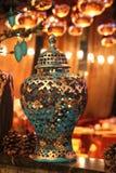 Décor original avec un vase pendant la nouvelle année Photographie stock