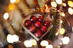 Décoration à la maison pendant Noël et la nouvelle année Composition de Noël Type de cru Photographie stock libre de droits