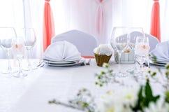 Décoration élégante de table dans un restaurant Images libres de droits