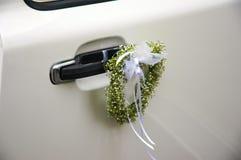 Décoration blanche de véhicule de mariage Image stock