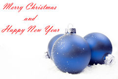 Décoration bleue de Noël sur la neige Photographie stock