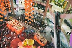 Décoration chinoise de nouvelle année dans le centre commercial de Suria KLCC en Kuala Lumpur, Malaisie Photos libres de droits