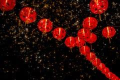 Décoration chinoise de nouvelle année--Lanternes rouges sur le scintillement, bokeh images libres de droits
