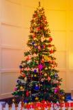 Décoration colorée d'arbre de Noël Images libres de droits