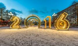 Décoration d'éclairage de nouvelle année et de Noël de la ville La Russie, Photographie stock