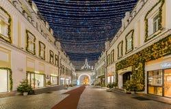 Décoration d'éclairage de nouvelle année et de Noël de la ville La Russie, Photo libre de droits