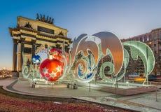 Décoration d'éclairage de nouvelle année et de Noël de la ville La Russie, Photo stock