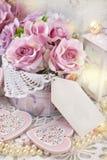 Décoration d'amour dans le style chic minable pour épouser ou val romantique Images libres de droits