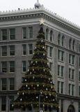Décoration d'arbre de Noël sur le bâtiment à Pittsburgh Photos libres de droits