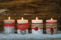 Décoration d'avènement avec des bougies de Noël Photos stock