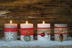 Décoration d'avènement avec des bougies de Noël Photographie stock libre de droits
