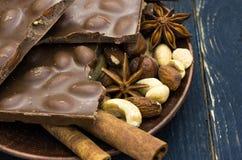 Décoration dans un café Décoration faite de chocolat et épices Photo libre de droits