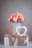 Décoration de bouquet de fruit avec les lettres en bois Photo libre de droits
