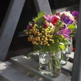 décoration de bouquet dinant le vase en verre à table de jacinthe Photographie stock