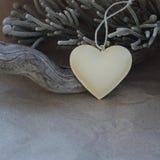 Décoration de coeur de vintage sur le fond du vieux papier Mode arrière plan Photographie stock