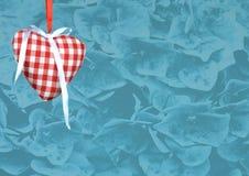 Décoration de coeur sur le fond de texture de fleur Photos stock