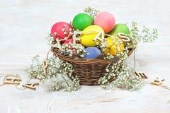 Décoration de fête de fleurs d'oeufs de pâques Photos stock