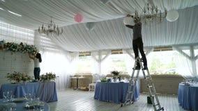 Décoration de l'intérieur de hall de banquet de mariage clips vidéos
