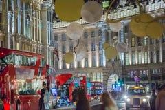 Décoration de lumières de Noël à la rue de régent et aux un bon nombre de gens Londres Image libre de droits