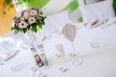 Décoration de mariage avec des fleurs Photo libre de droits