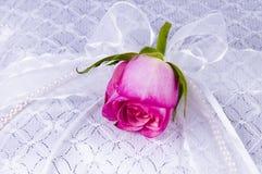 Décoration de mariage avec une rose image libre de droits