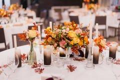 Décoration de mariage Bouquets des fleurs Photographie stock
