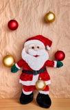 Décoration de Noël au-dessus d'un fond de papier d'emballage photos libres de droits