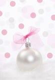 Décoration de Noël au-dessus de fond de points de polka photographie stock
