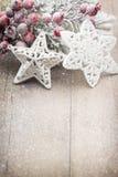Décoration de Noël au-dessus de fond en bois Images libres de droits