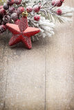 Décoration de Noël au-dessus de fond en bois Photo libre de droits