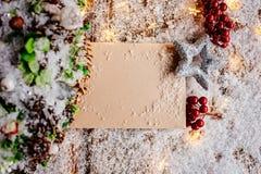 Décoration de Noël avec la carte vierge pour la salutation Photos stock
