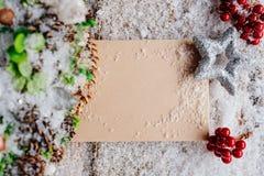 Décoration de Noël avec la carte vierge pour la salutation Images libres de droits