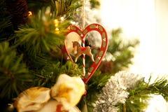 Décoration de Noël avec le coeur et le cheval Photographie stock