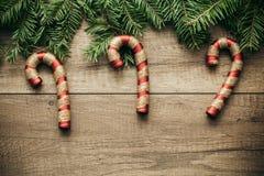 Décoration de Noël avec le fond en bois Photo libre de droits