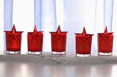 Décoration de Noël avec les verres et les étoiles rouges Image stock