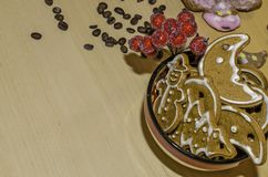 Décoration de Noël avec un bol de pains d'épice Photo libre de droits