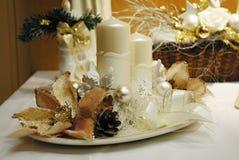 Décoration de Noël - bougies blanches avec le flocon de neige Photos libres de droits