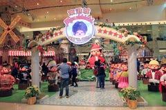 Décoration de Noël dans le centre commercial Photographie stock libre de droits