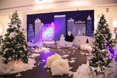 Décoration de Noël dans le terminal 5 de JetBlue à l'aéroport de JFK Images libres de droits