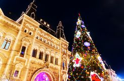 Décoration de Noël des arbres sur la place rouge à Moscou, Russie photographie stock libre de droits
