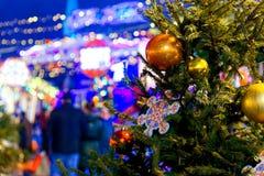 Décoration de Noël des arbres sur la place rouge à Moscou, Russie image stock
